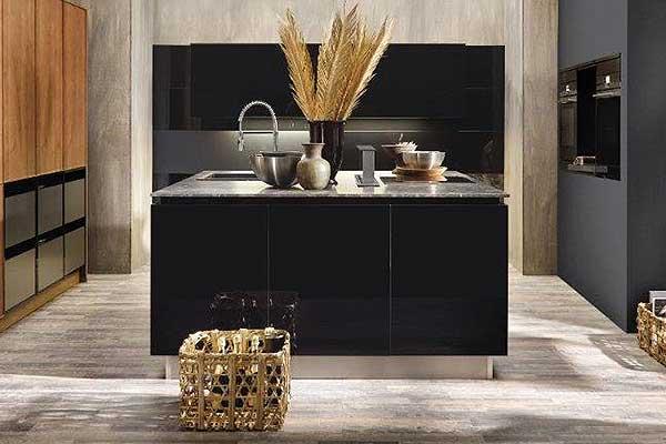 Küchenfront im Spanplatten Dekor schwarz matt in 28 mm Stärke