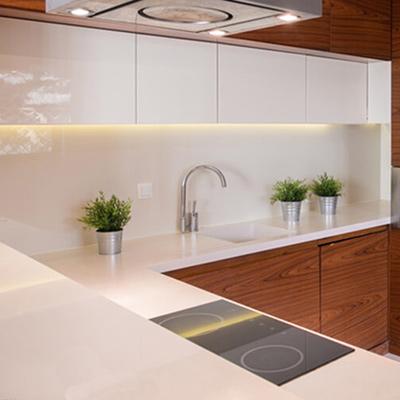 Kunststoffplatte PLEXIGLAS® weiß als Küchenrückwand
