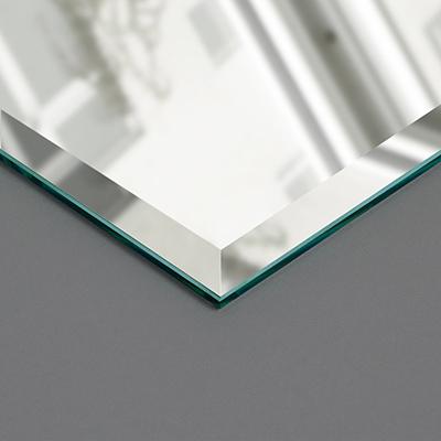 Wandspiegel mit Facettenkante
